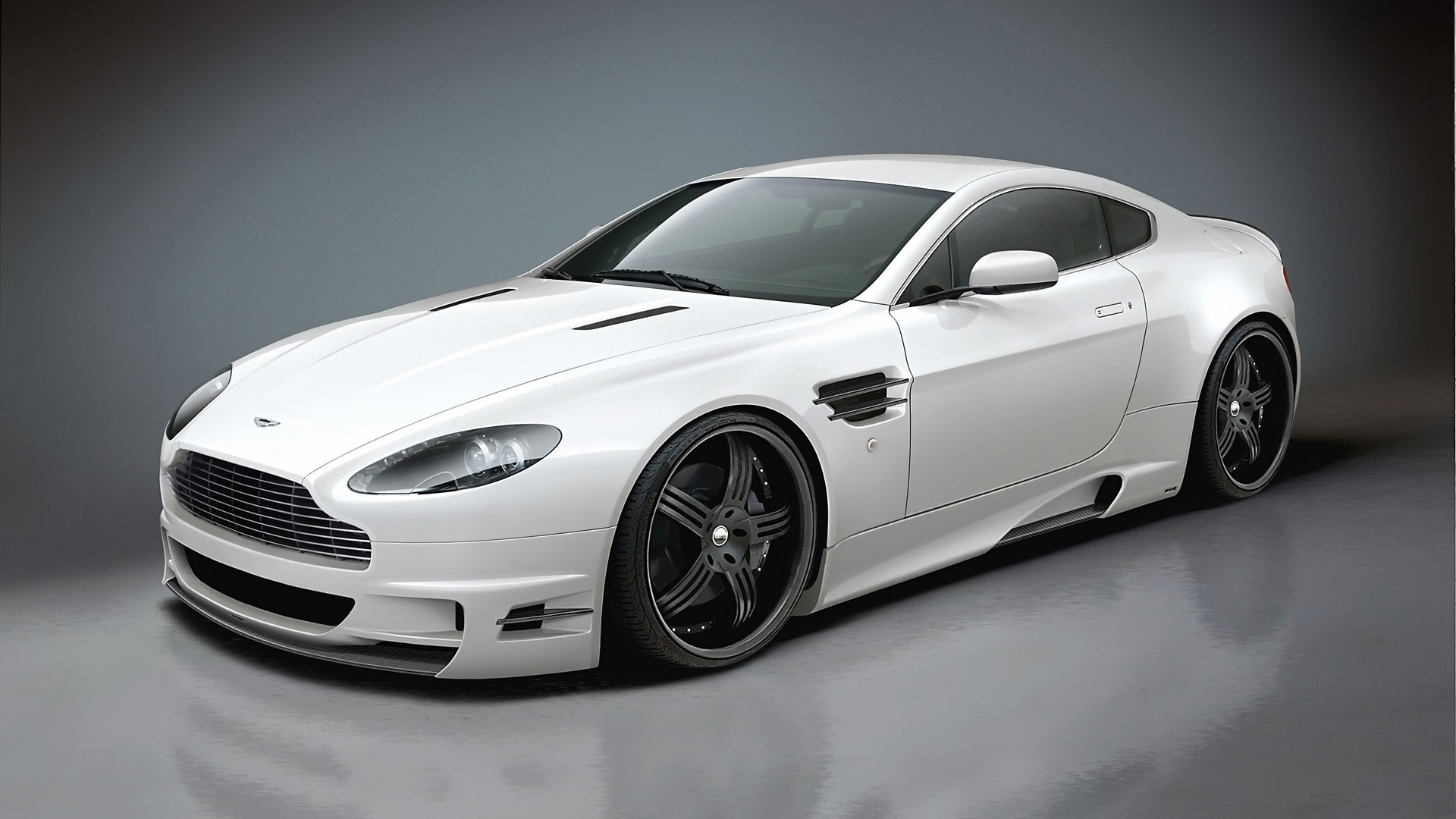 Car Wallpapers: Aston Martin V8 Vantage